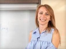 Πετρούλα Τσώλη, Καθηγήτρια Αγγλικών